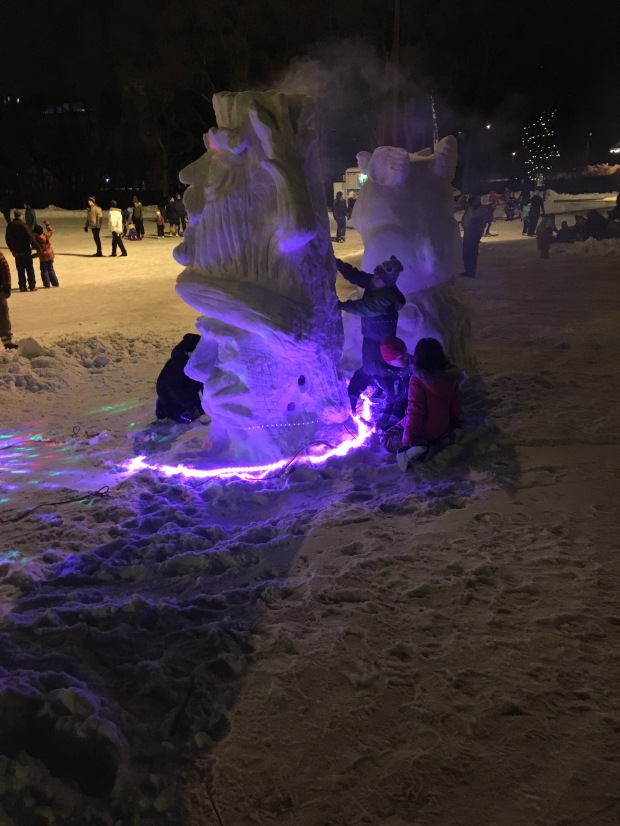 Even more kids using sharp tools to learn snow sculpting skills. The tools are actually no very sharp.